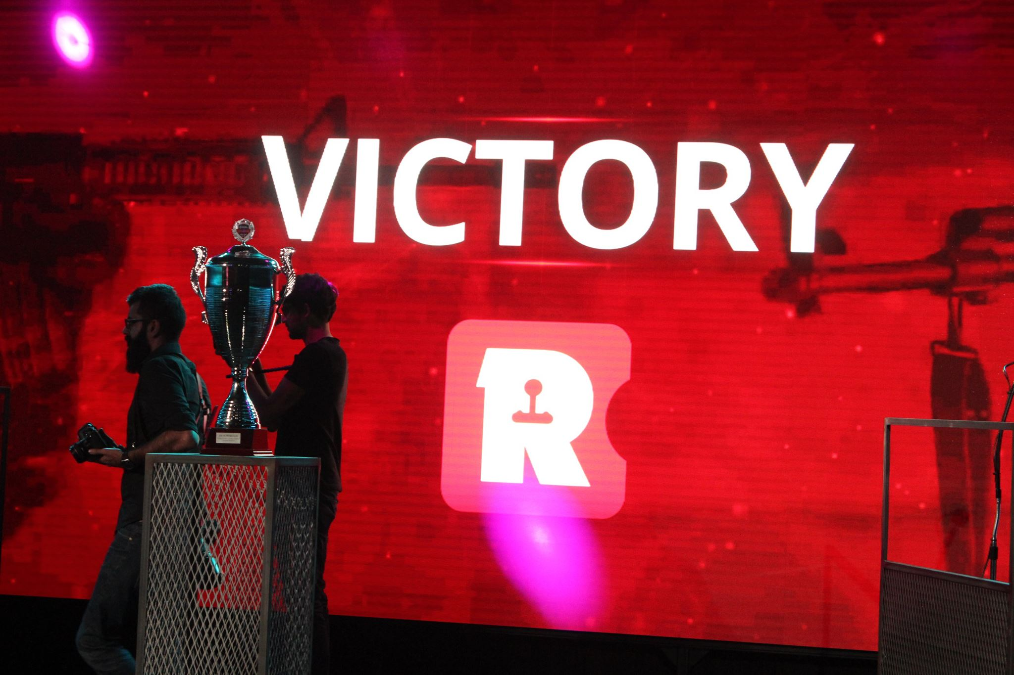 R victory